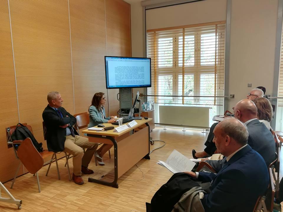 مشاركة تدريسية في كلية اللغات بمؤتمر دولي